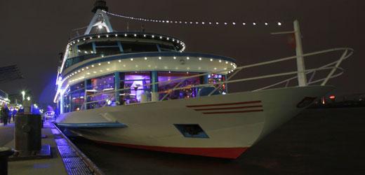 Wir bieten Ihnen die beste Bordparty im Hamburger Hafen!